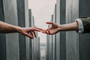 Ruke koje se spajaju