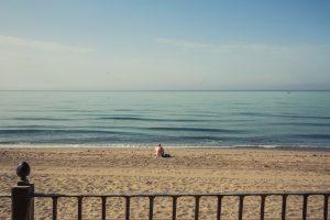 Čovek na plaži